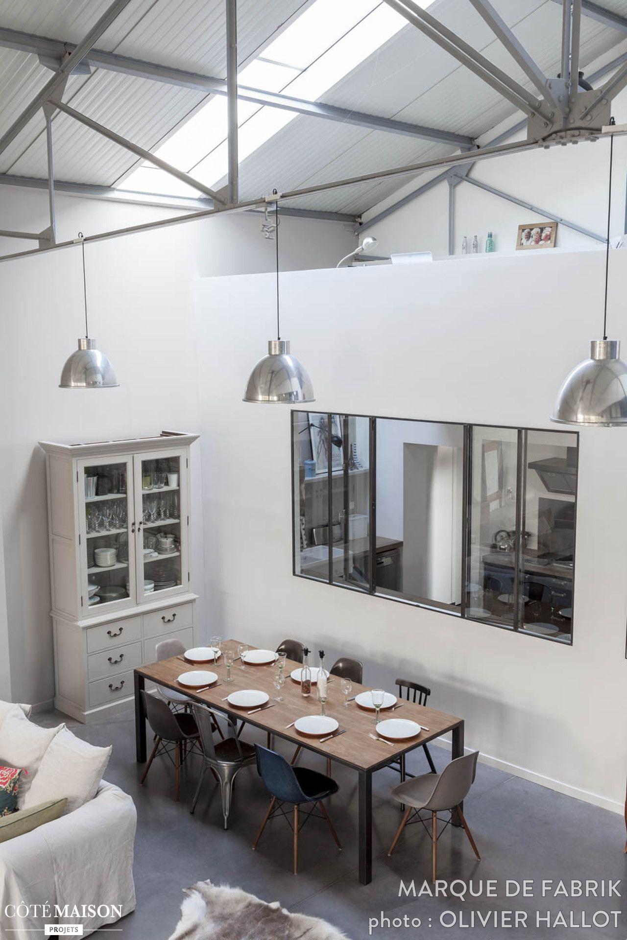la belle hauteur sous plafond donne charme et cachet ce superbe espace de 250 m2 maison de. Black Bedroom Furniture Sets. Home Design Ideas
