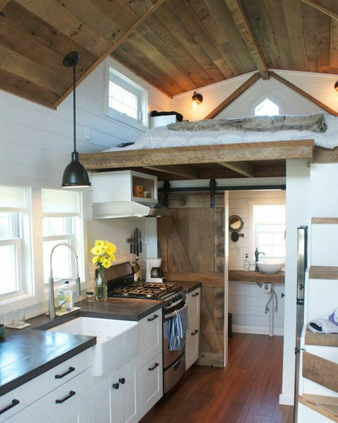 We\'re obsessed with Tiny House designs! This one is a favorite ...