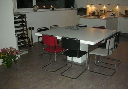 Indien u een grote vierkante tafel zoekt is deze tafel zeer geschikt deze eettafel wordt in - Zeer grote eettafel ...