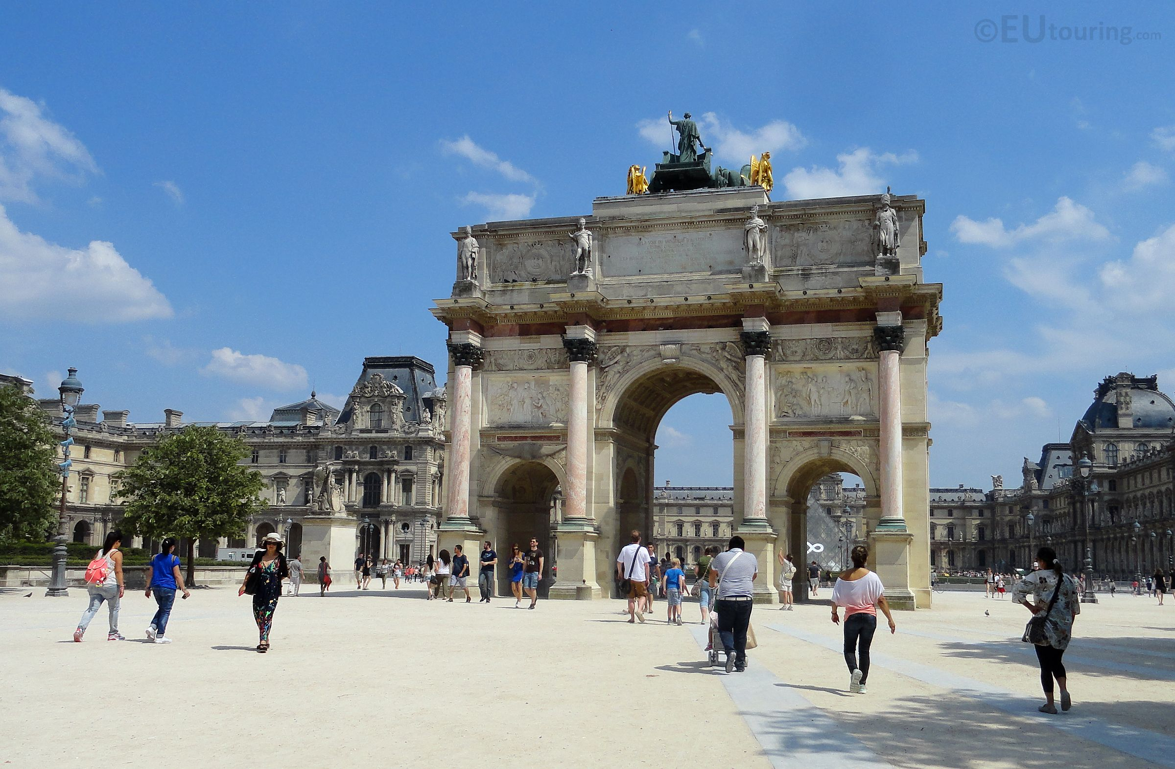 Here You Can See The Arc De Triomphe Du Carrousel Which Acts As An