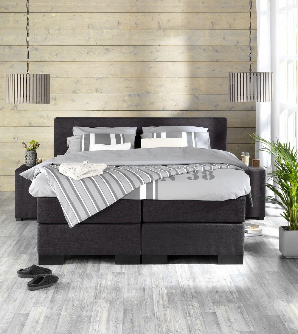 landelijke stoere slaapkamer met boxspring stockholm en hanglampen, Deco ideeën