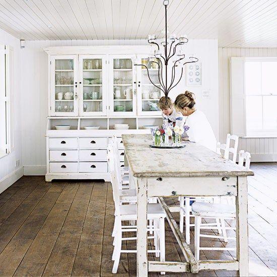 Un Cottage Anglais Tout Blanc Salon Chic Salle A Manger Shabby Chic Interieurs Blancs