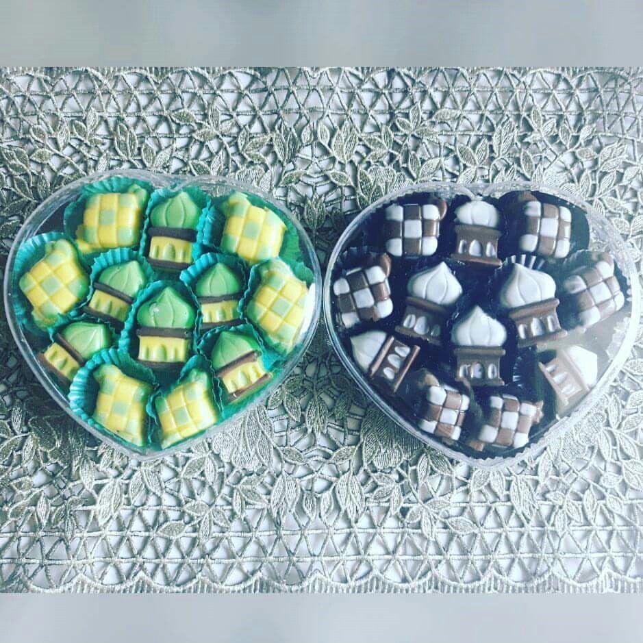 Chocolate Character Mosque And Ketupat Ready For Order Just Sms Or Call 6281234799825 English Language Coklat Karakter Ketupat Dan Masjid Bisa Dior Coklat