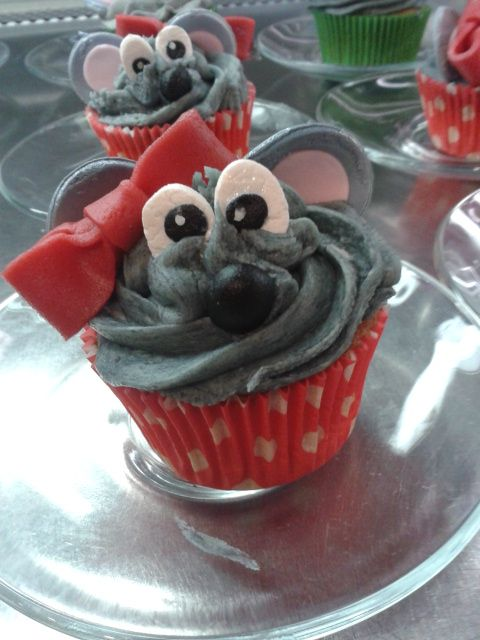 Cupcake mouse girl