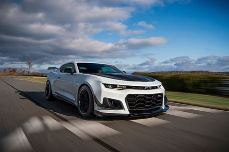 2018 chevrolet camaro zl1 1le front three quarter in motion 03 yes rh pinterest com
