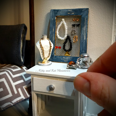 Kitty and Kat Miniatures: Mini jewelry in 1:12 scale