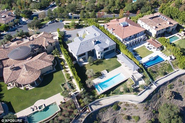 Kim Kardashian And Kanye West Selling 20m Bel Air Mansion They Ve Never Lived In Daily Mail Online In 2020 Mansions Bel Air Mansion Kardashians House