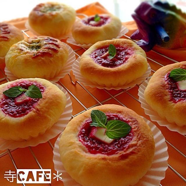ラズベリーソースとクリチのパン