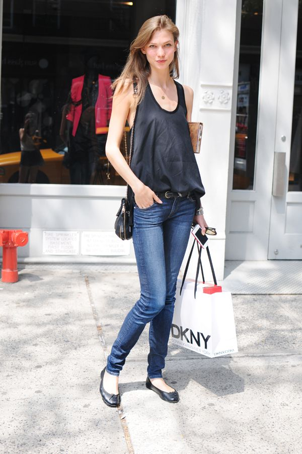 Street Style: What #KarlieKloss Looks Like When She's Just Chillin'#model #streetstyle