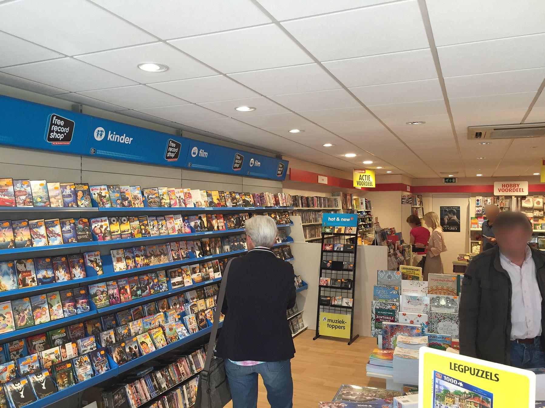 Bij Boekenvoordeel winkel Apeldoorn zijn de bestaande TL verlichting ...