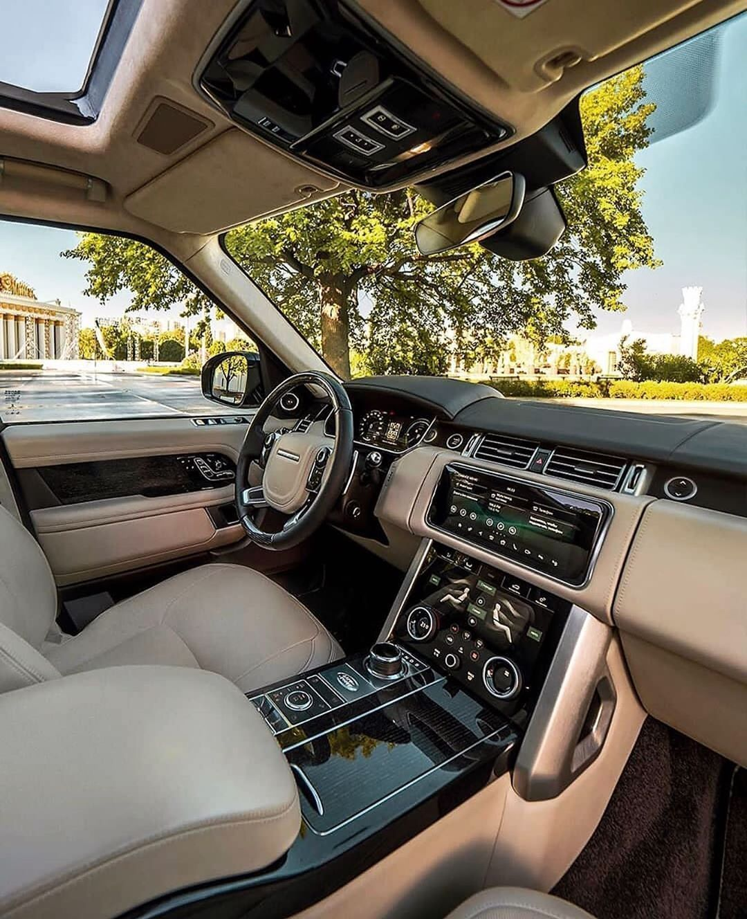 Land Rover Range Rover in 2020 Luxury cars range rover