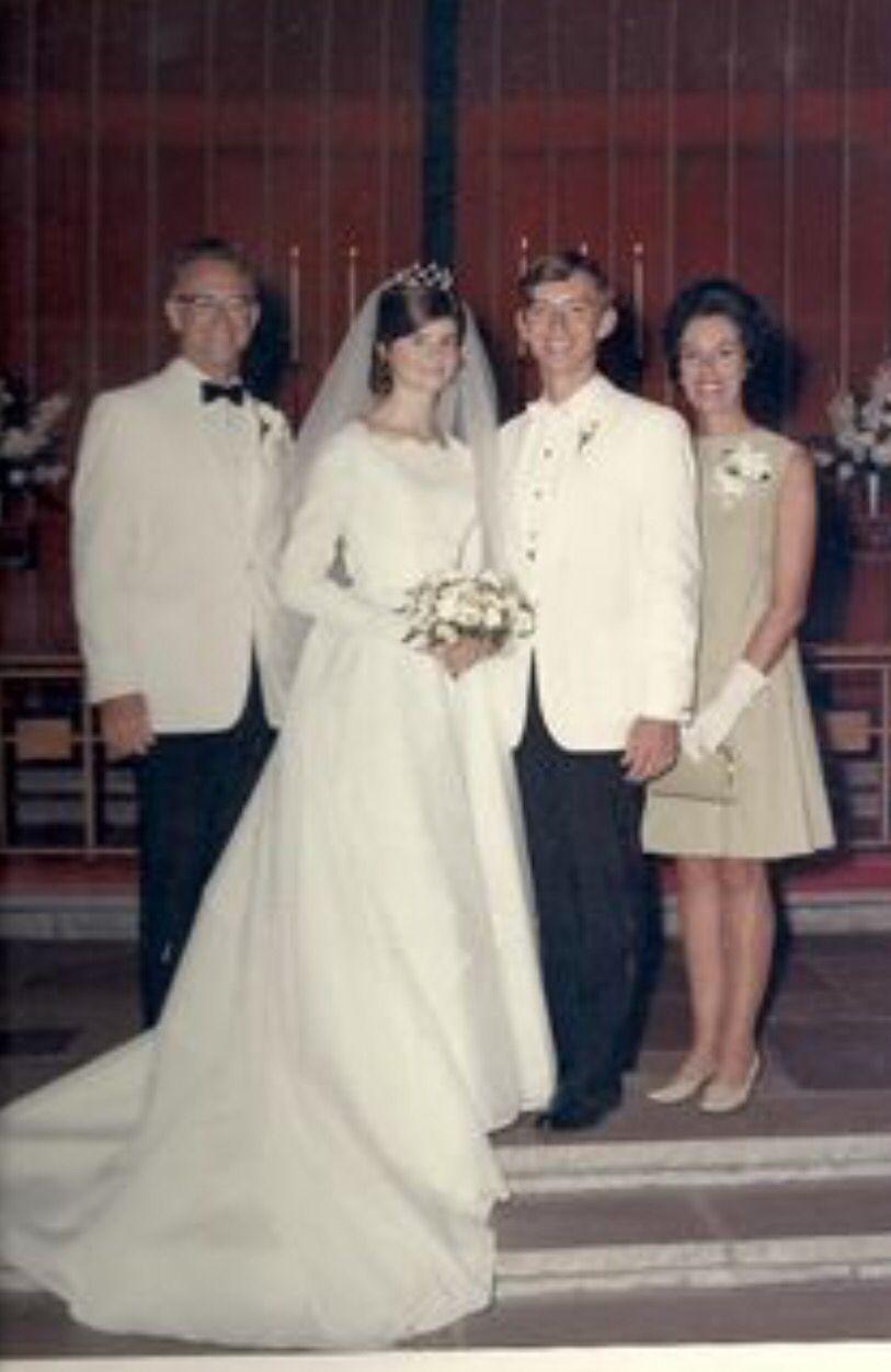 Abiti Da Sposa Anni 8090.Pin Di Nino Su Anni 60 70 80 90 Sposa Spose Anni 60