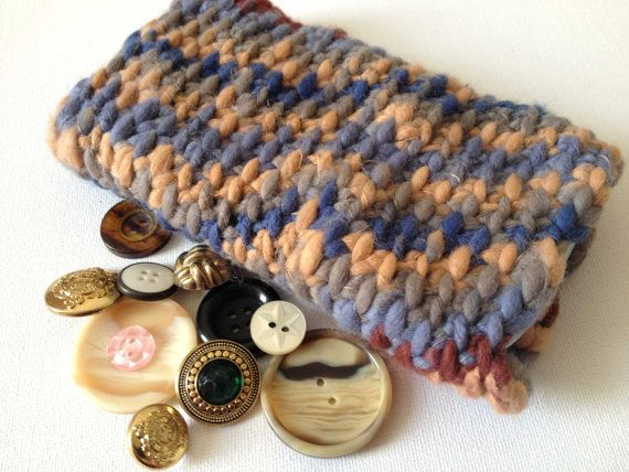 Think I'm  being over ambitious here but anyhoo it's another idea.  iPhone 5 Samsung Galaxy S3 case Crocheted Chunky by D20Dicebags, £6.00