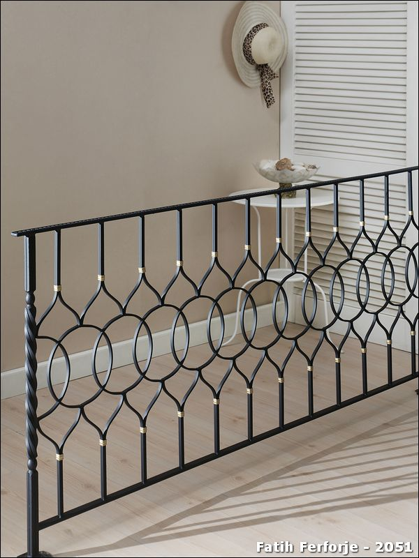 Fer forg exemple de r alisation 2051 tvoros railing design wrought iron balcony railing for Model grille fer forge