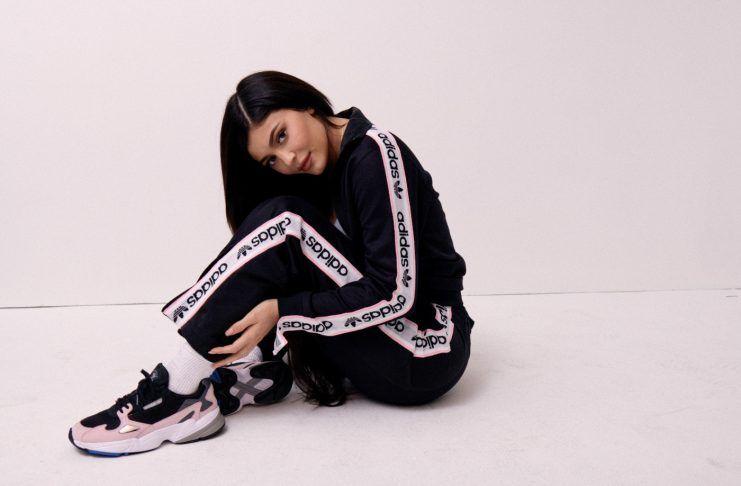 separation shoes 1156b 5e6c5 El nuevo crush de Kylie con Adidas y los sneakers que necesitas en tu  colección