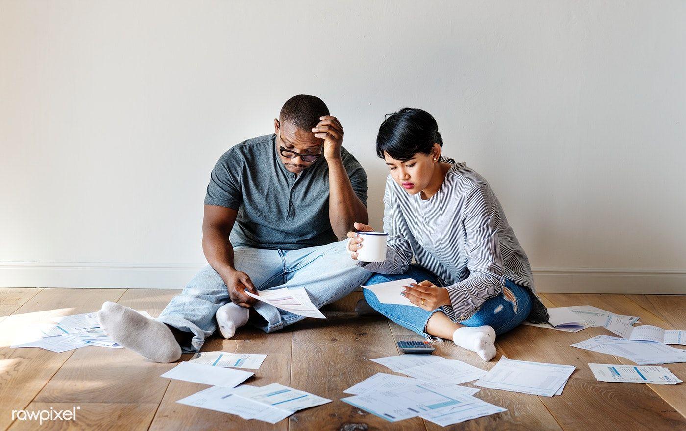 Download premium photo of couple managing the debt 385868