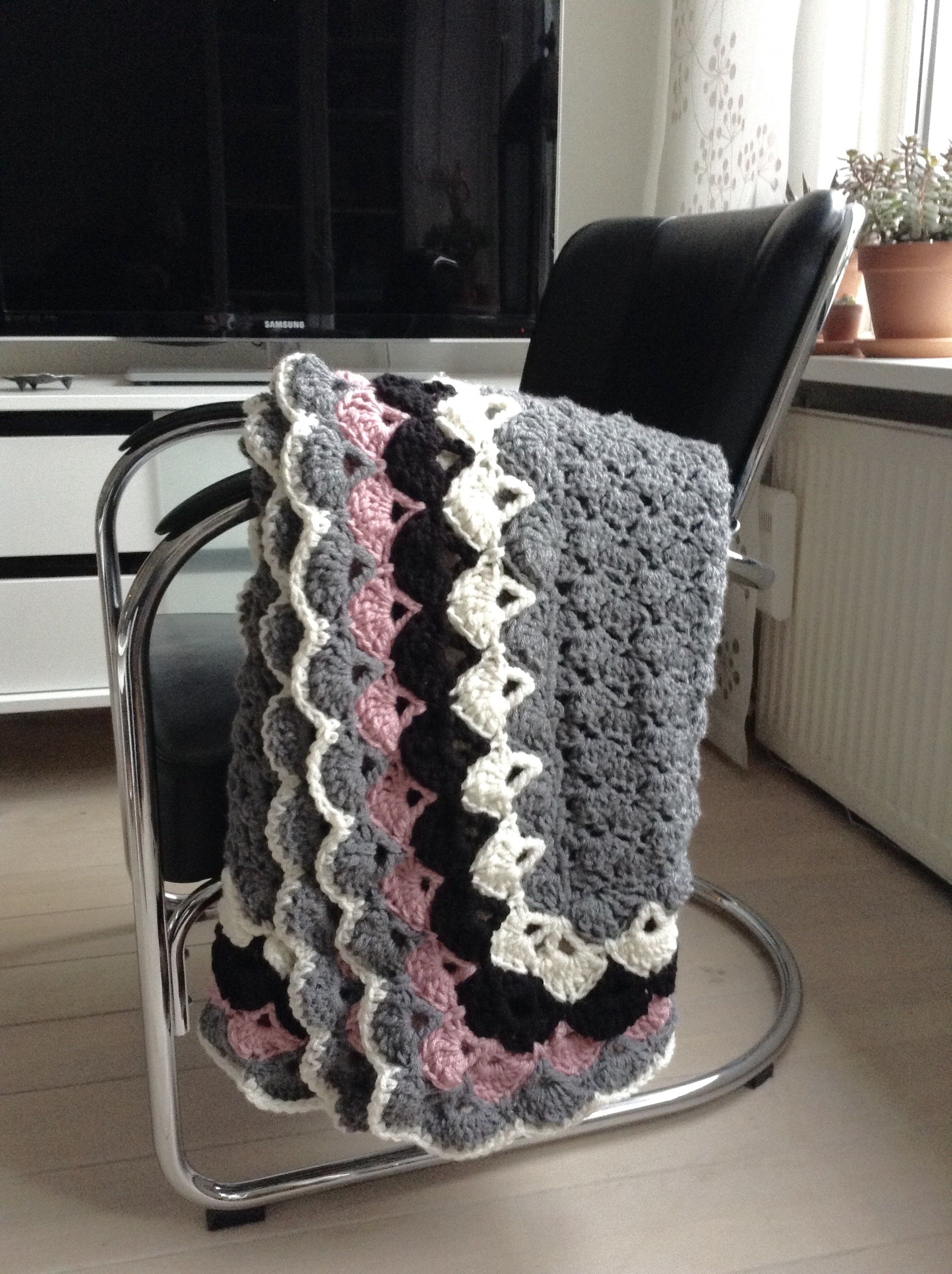 Large crochet shell stitch blanketafghan made with love for kiki large crochet shell stitch blanketafghan made with love for kiki dt1010fo