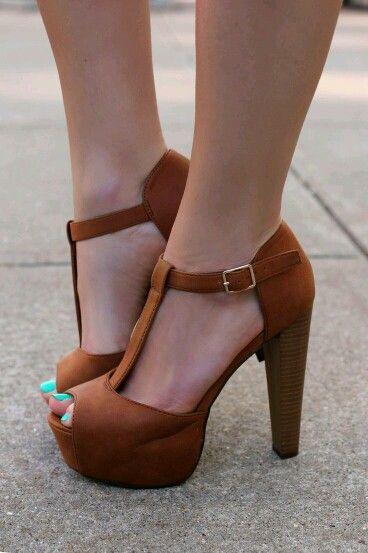 dbe74a1549 Pin de Laura Itabaiana em calçados