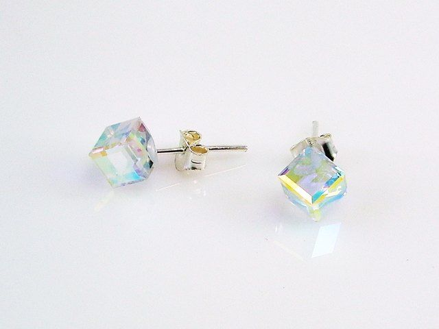 81852e9ec8ea Pendientes Plata cubo cristal  Swarovski aurora boreal. Un modelo  imprescindible en tu joyero