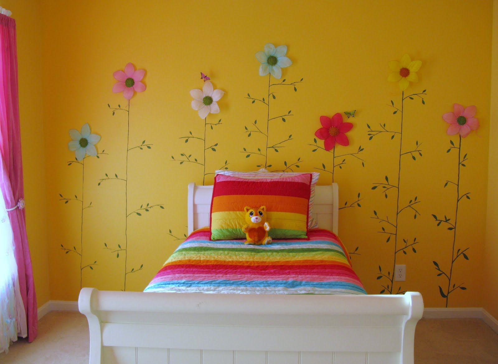 cute decorating ideas for little girls door | little girls yellow