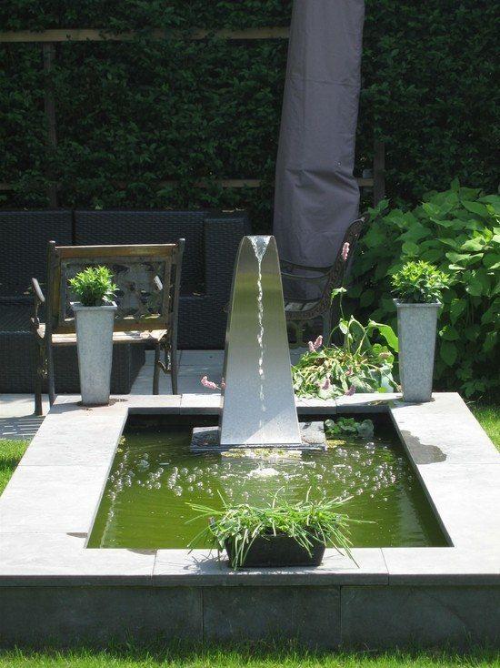 Gartenteich Edelstahl Armaturen Beton Becken Grune Pflanztopfe Wasserspiel Garten Moderne Landschaftsgestaltung Aussenbrunnen