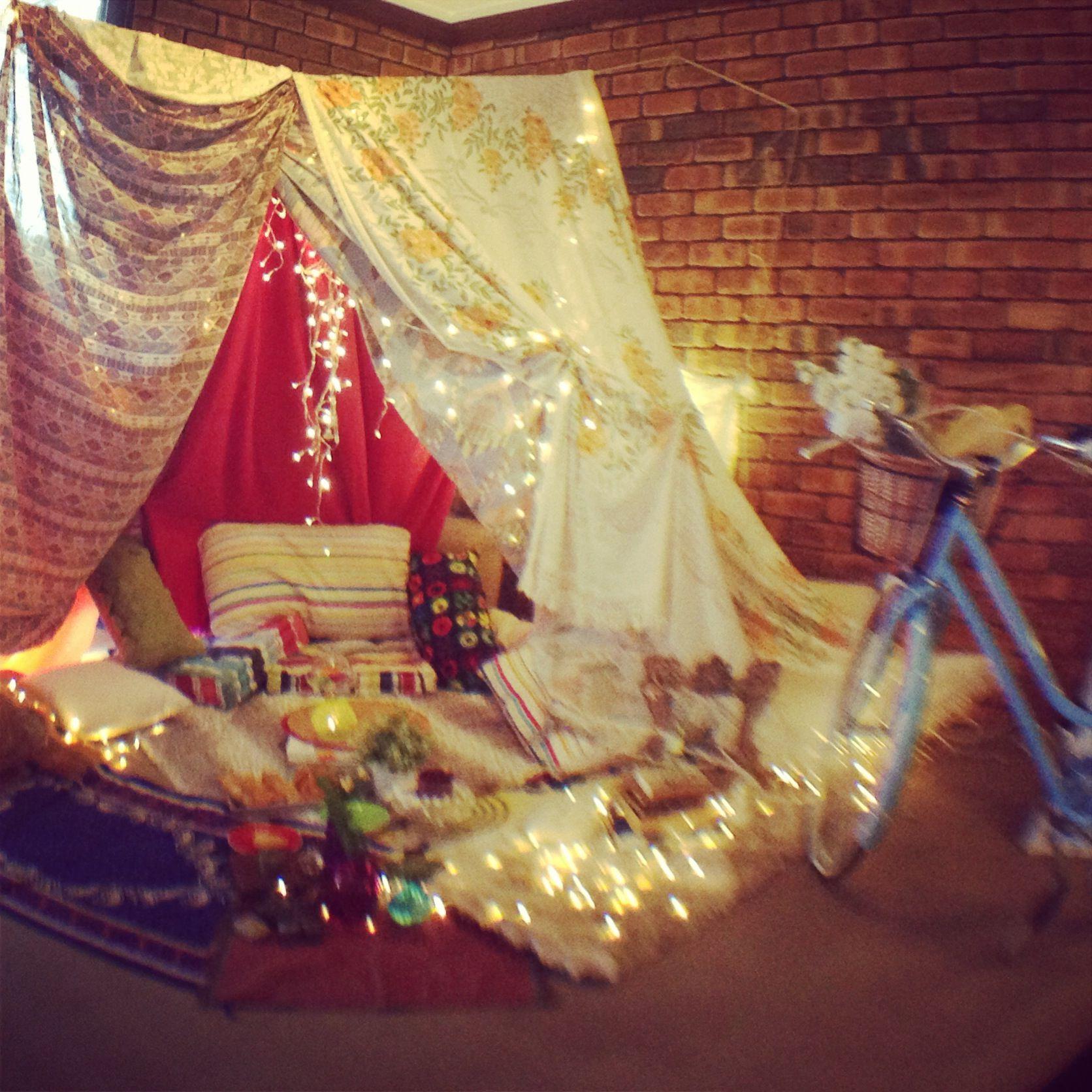 DIY Indoor tent - farewell for friend & DIY Indoor tent - farewell for friend | Grown Up Blanket Forts ...