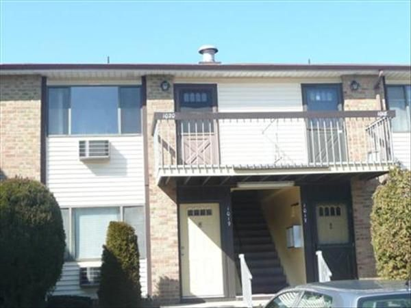 (Sold by NJ Estates Real Estate Group) Woodbridge, NJ at