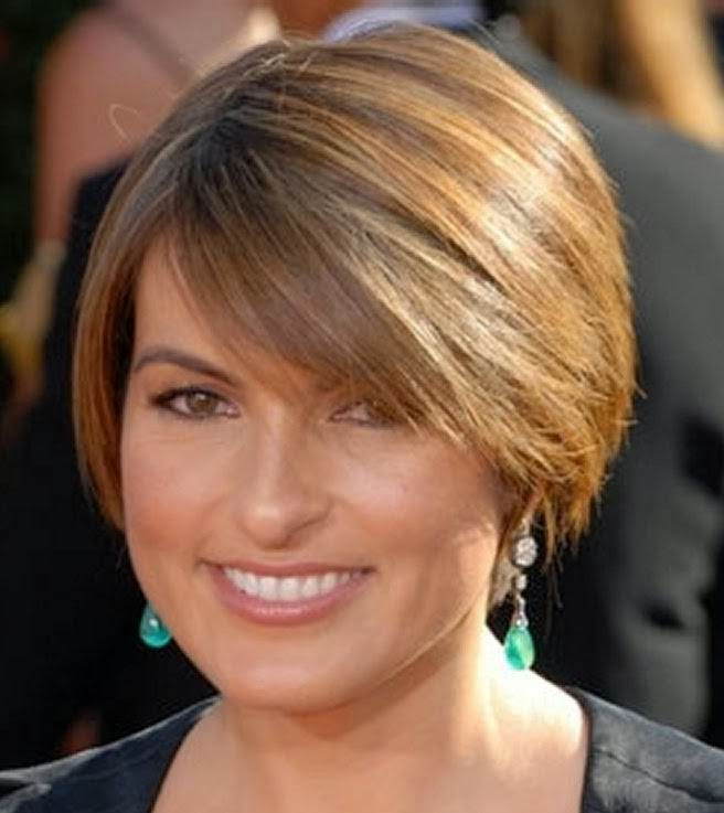 Short Hairstyles For 40 Year Old Woman In Fascination With This Attractive Hairstyle That Features Womens Hairstyles Short Thin Hair Hairstyles For Round Faces