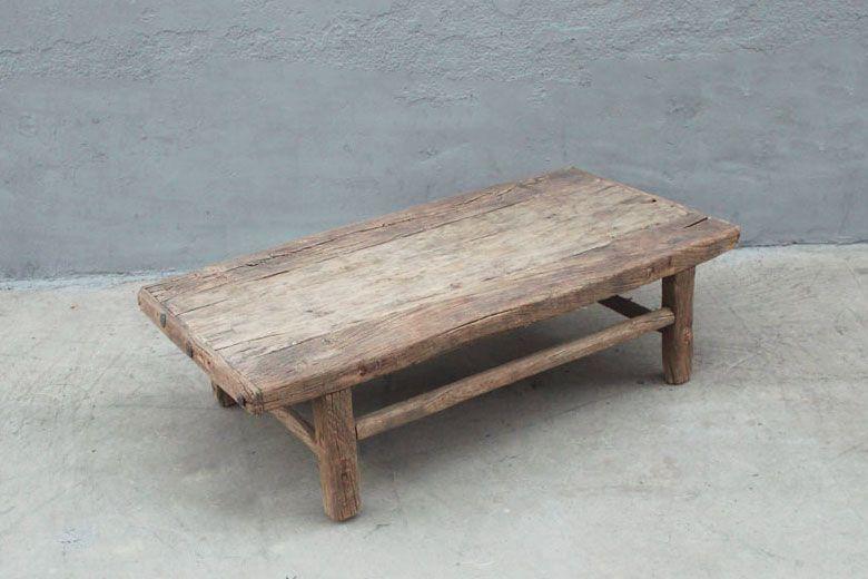 Avec Ses Modestes Dimensions Cette Petite Table Ancienne En Bois Massif Trouvera Facilement Une Place Dans Les Appartements Ou Utilis Coffee Table Table Decor