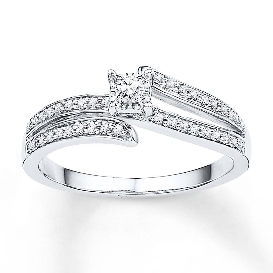 Graceful ribbons of round diamonds are the perfect counterparts to a