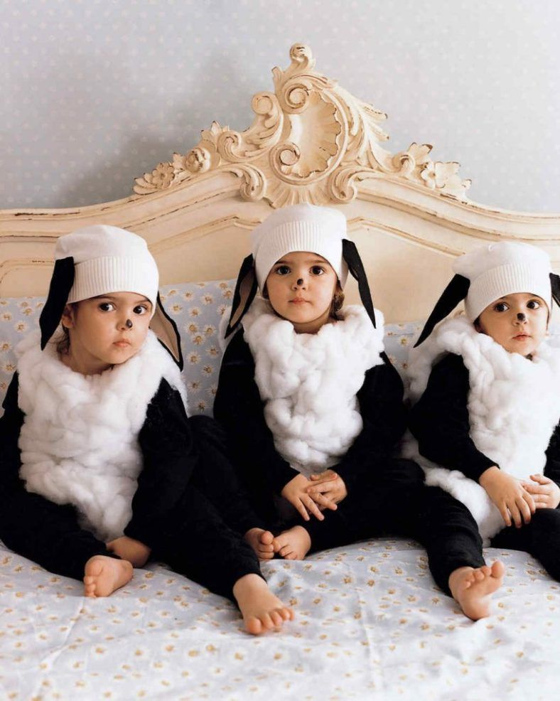 20 Cute & Coordinating Halloween Costume Ideas for Twins | Two Came True #sheepcostume