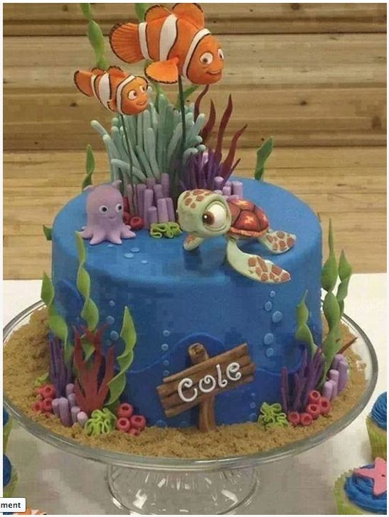 What a cool cake Love Nemo Squirt and Pearl here and the ocean