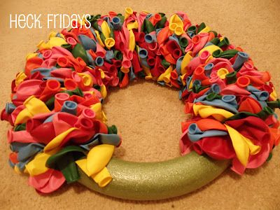 Photo of how to make a balloon wreath … other crafts too!