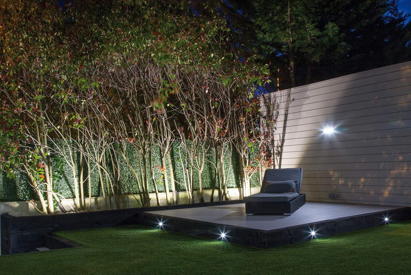 Iluminacion jardin noche 1 iluminaci n en 2019 - Iluminacion para patios y jardines ...
