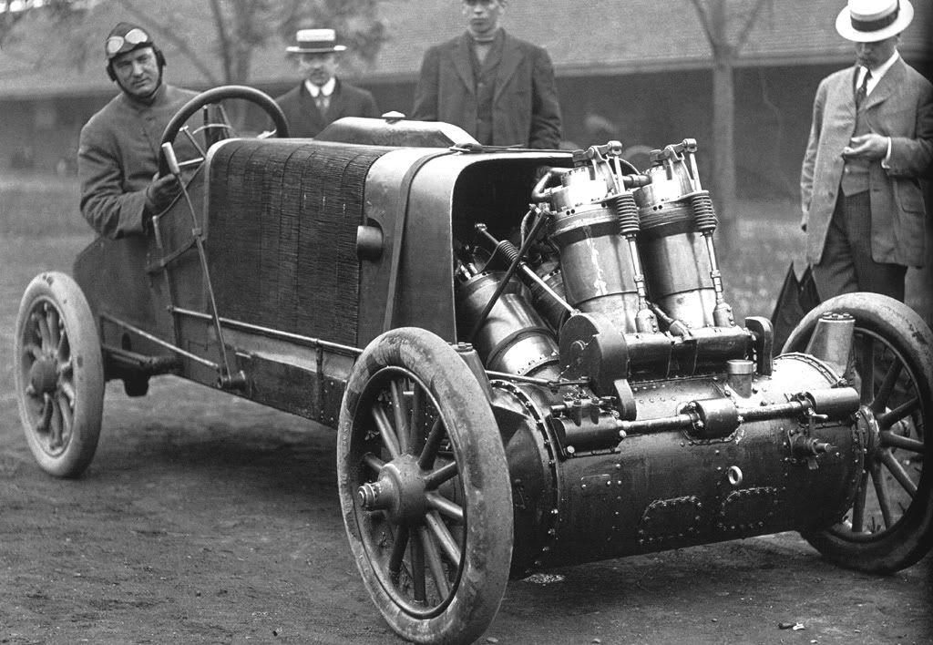 Barney Oldfield in his 1907 Christie. 20 Liter V4