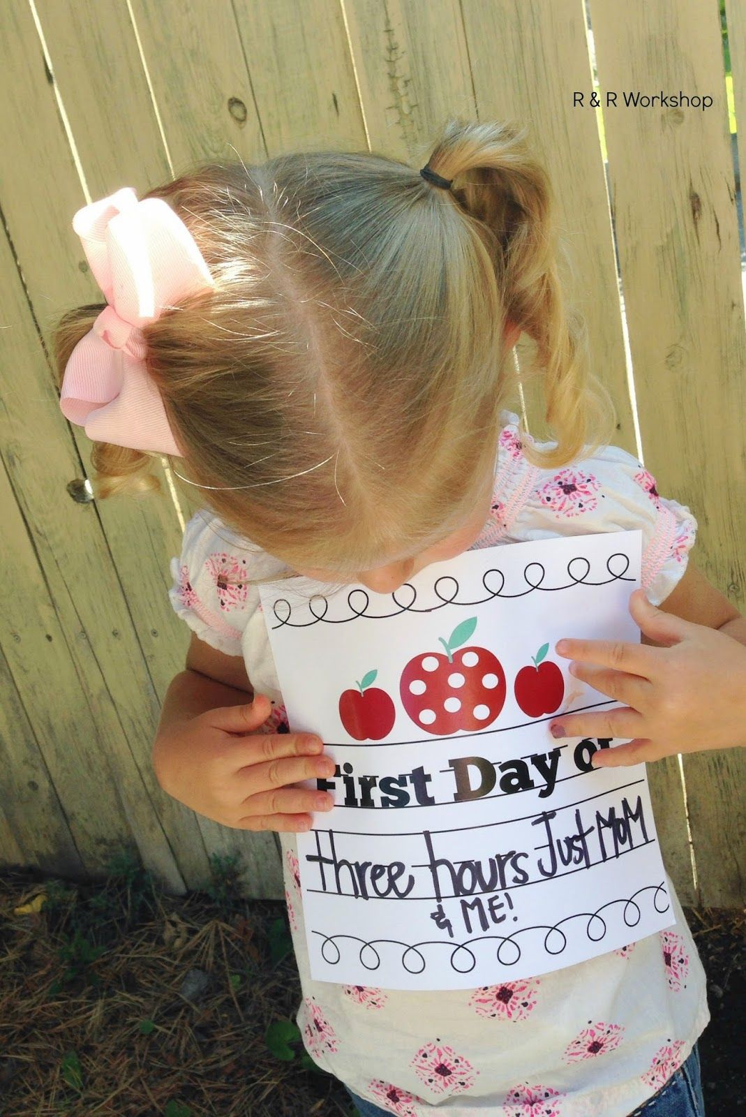 First Day of School (Free Printable) www.randrworkshop.com #freeprintable #backtoschool