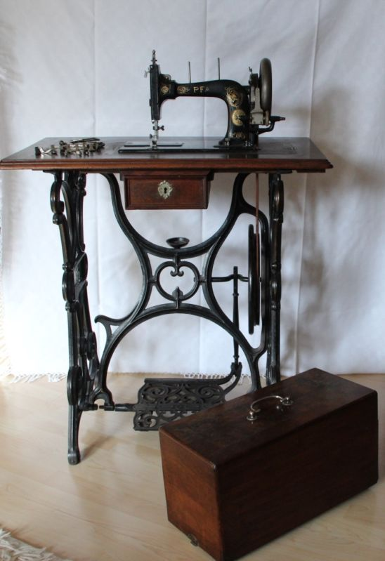Vintage Pfaff sewing machine with treadle base and coffin cover ...