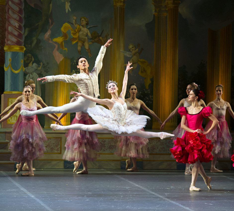 Boston Ballet S Misa Kuranaga And Jeffrey Cirio In The Nutcracker Photo By Gene Schiavone Casse Noisette Ballet Corps De Ballet Casse Noisette