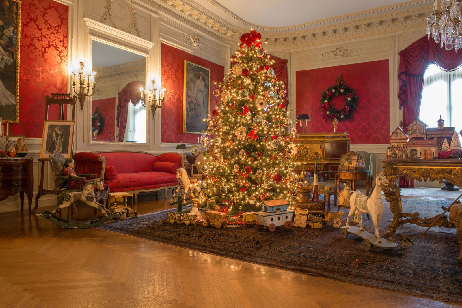 Inside the Incredible Process of Decorating Newport's