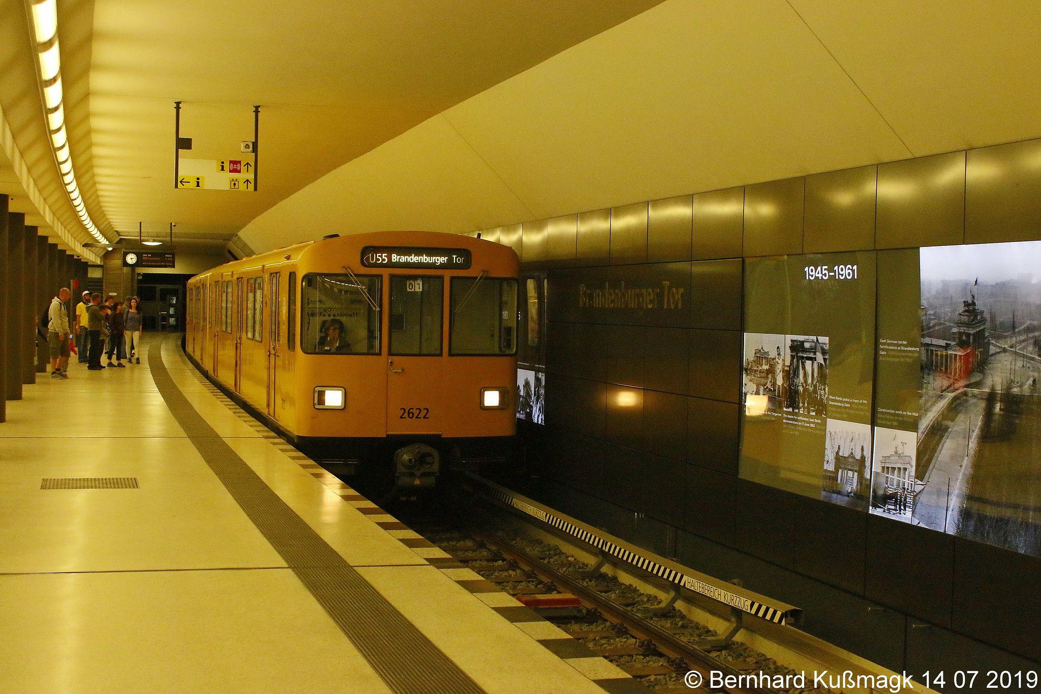 Europa Deutschland Berlin Mitte U Bahnhof Brandenburger Tor U Bahn Linie U55 Underground Berlin Train