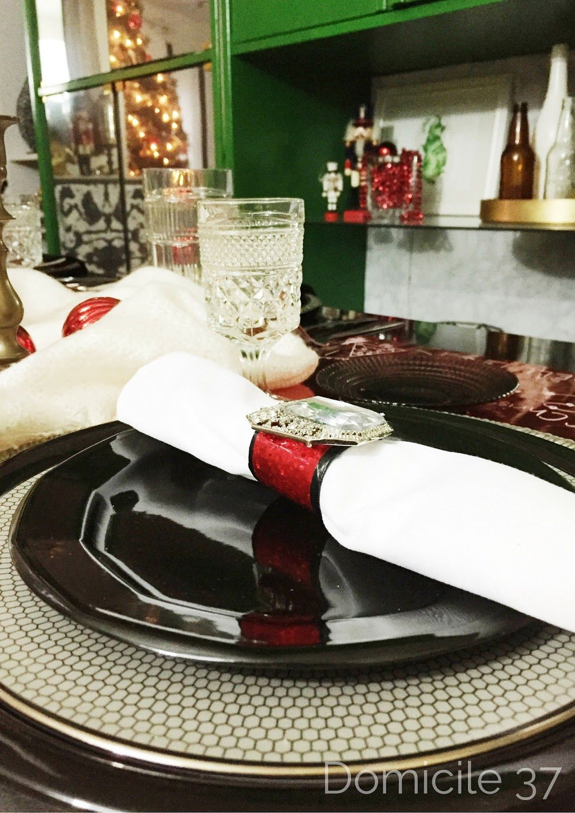 Remarkable table setting with napkin rings ideas best image engine santas belt buckle napkin ring and a christmas table setting santa s belt buckle napkin ring and a christmas table setting solutioingenieria Images