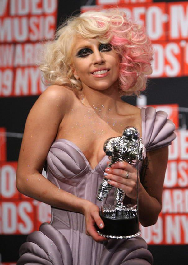 6 Most Awesome Hairstyle From Lady Gaga Makeup Beauty Celebrity Wigs Womens Hairstyles Long Blonde Hair