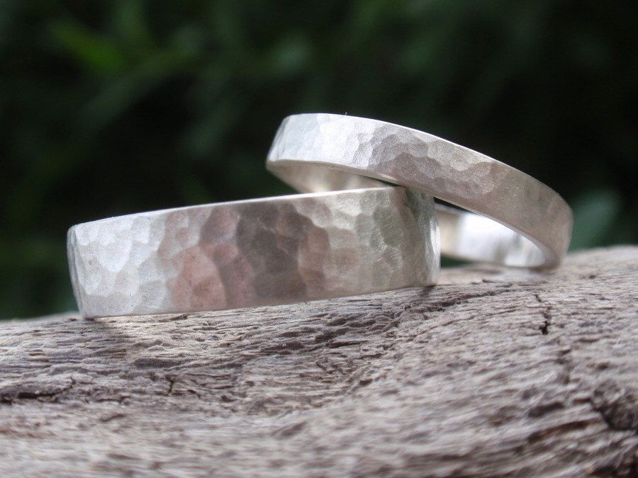 Hammered Wedding Band Set Of 2 Matching Wedding Rings For Men And Women Ster Hammered Wedding Rings Hammered Wedding Bands Engagement Rings Wedding Bands Set