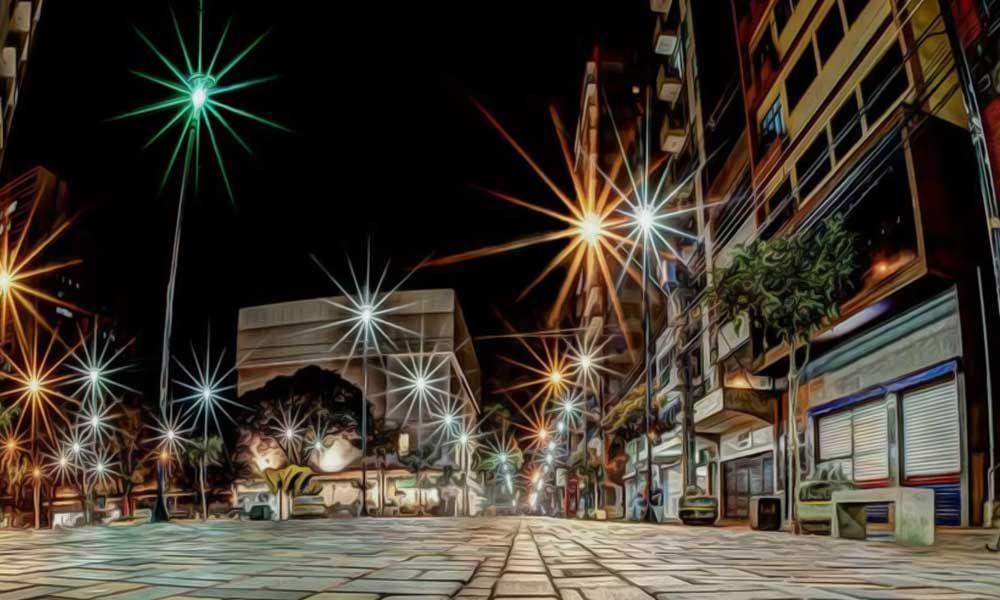 Londrina é um município brasileiro localizado no norte e interior do estado do Paraná, a 369 km da capital paranaense, Curitiba. Considerada uma cidade grande, tem uma população estimada de 506.701 habitantes (IBGE/2010) é a quarta cidade mais populosa da região Sul do Brasil.