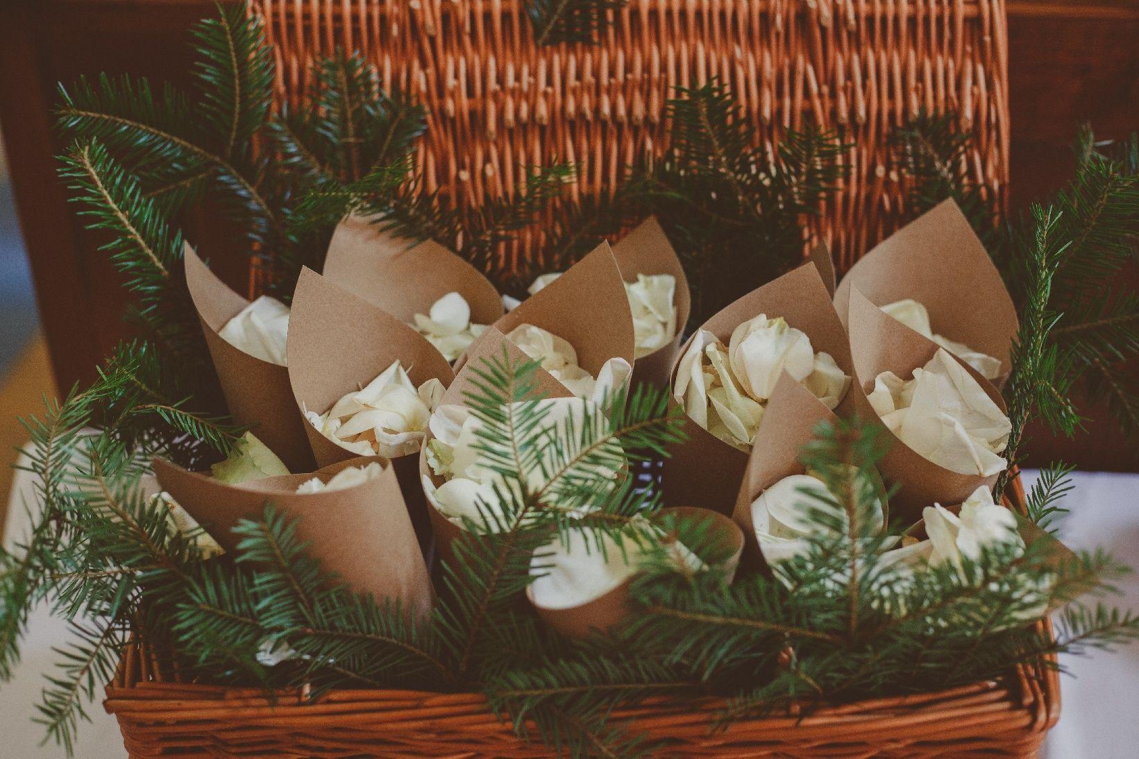 Rożki z płatkami róż    Cones with rose petals