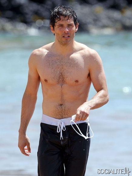 James Marsden And Josh Hopkins Are Shirtless In Maui James Marsden Shirtless Shirtless Men Shirtless