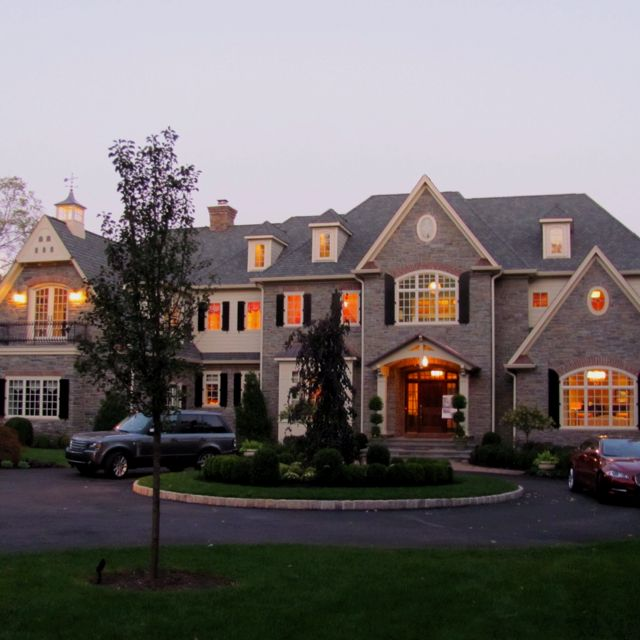 Sargam stop looking at big houses im drooling my dream for Big beautiful houses pictures