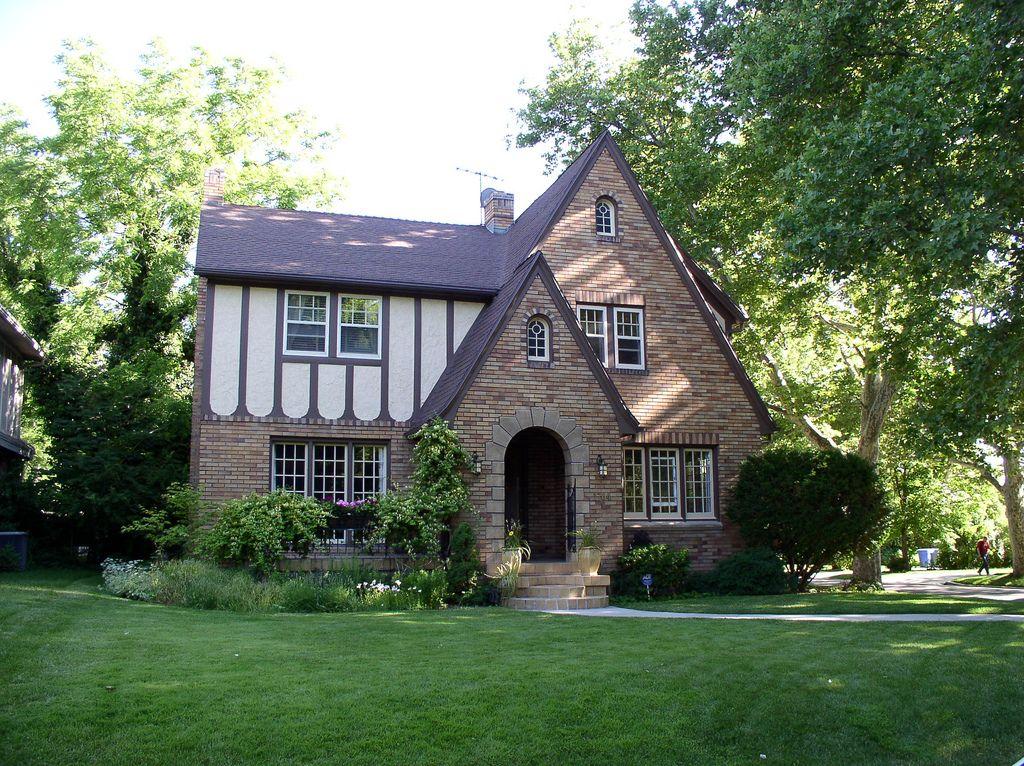 1920s Ish English Tudor Tudor Style Homes Different Architectural Styles Tudor House