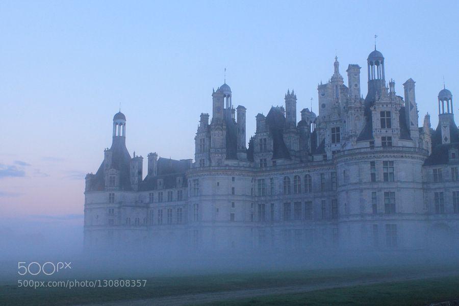 Loire Valley: Chateau de Chambord - Pinned by Mak Khalaf Chateau de Chambord in evening mist! Travel CastelChambordChateauFranceLoire valleyMist by pjbragaj