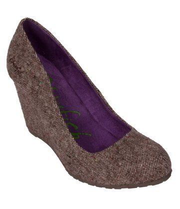 "Illi Shoes. Size 7, black tweed fabric. I feel like it is meant to be since it is called ""Illi"" =)"